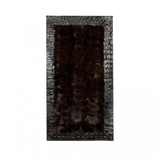 Прикроватный коврик из меха лисицы темно-коричневого цвета