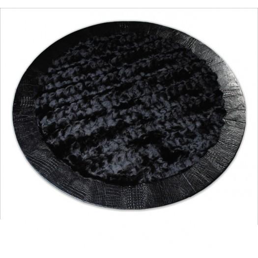 Круглый ковер из меха лисицы черного цвета